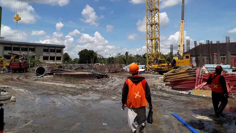 Progres+proyek+gedung+DPRD+Sleman+masih+berjalan+positif