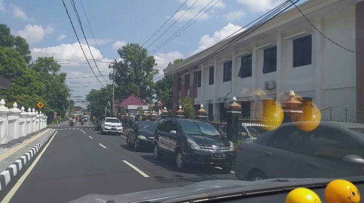 Jalan+Merbabu+kembali+jadi+tempat+parkir+liar+di+samping+PN+Sleman