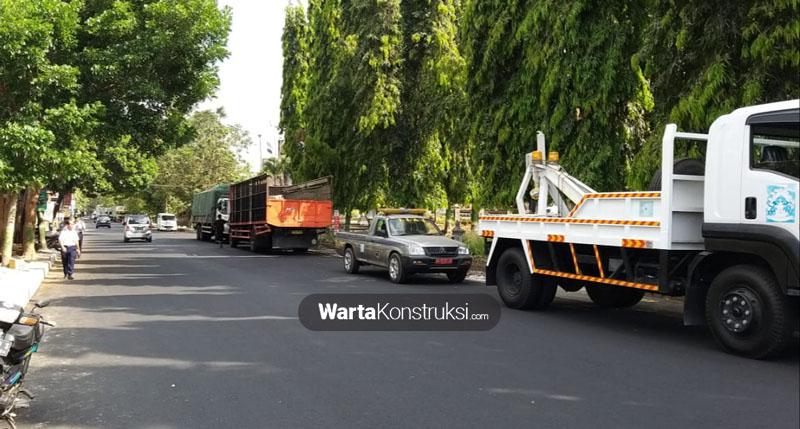 Dishub+Sleman+bersama+Kepolisian+tertibkan+truk+tonasi+besar+yang+parkir+sembarangan
