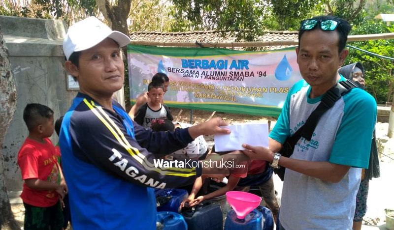 Alumni+94+SMA+N+1+Banguntapan+berbagi+air+bersih